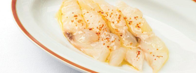 Ricetta Crudo di spigola aglio, olio e peperoncino